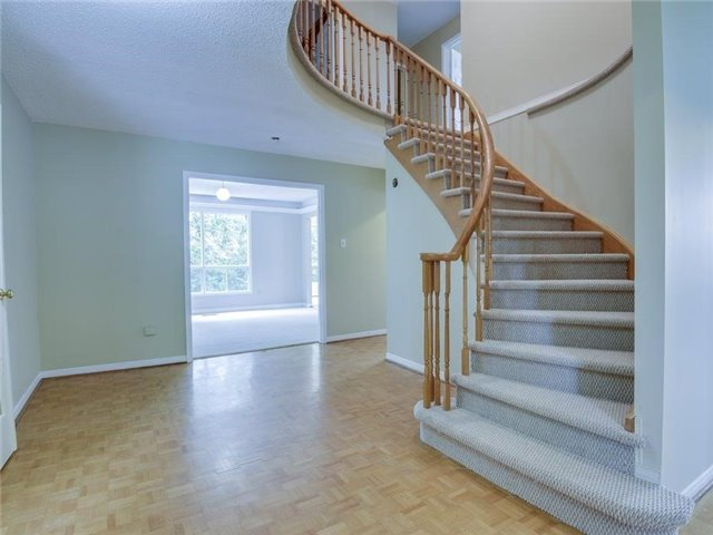 Detached at 8 Loyalist Crt, Markham, Ontario. Image 16