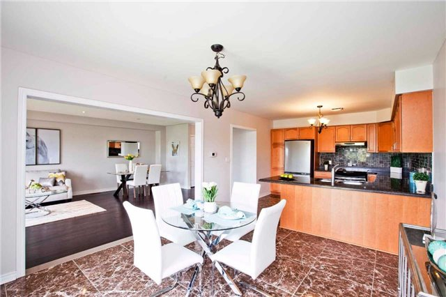 Detached at 125 Queen Isabella Cres, Vaughan, Ontario. Image 10