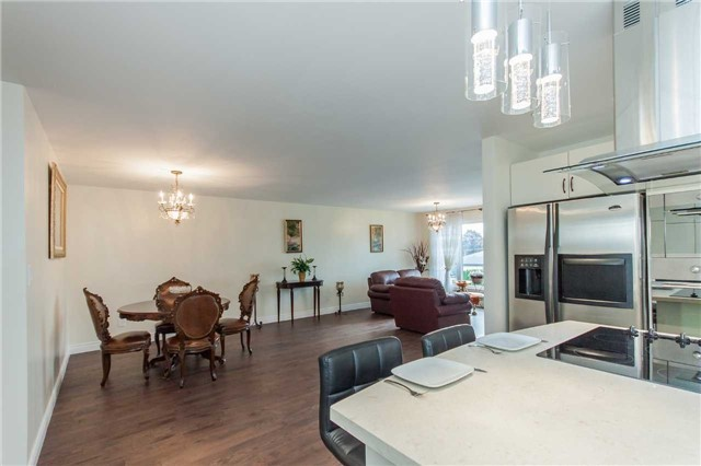 Detached at 67 Centre St, Bradford West Gwillimbury, Ontario. Image 3