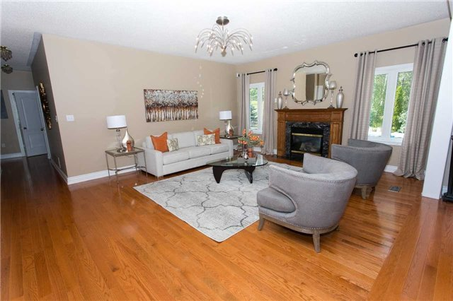 Detached at 67 Manor Ridge Tr, East Gwillimbury, Ontario. Image 13