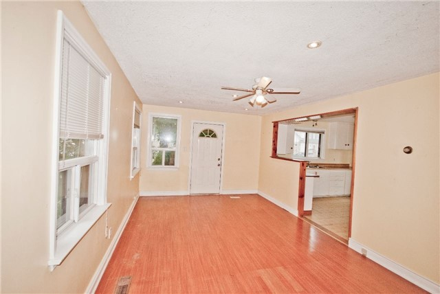 Detached at 372 Andrew St, Newmarket, Ontario. Image 11