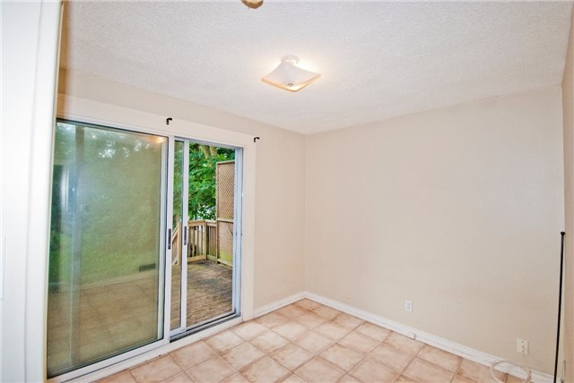 Detached at 372 Andrew St, Newmarket, Ontario. Image 2