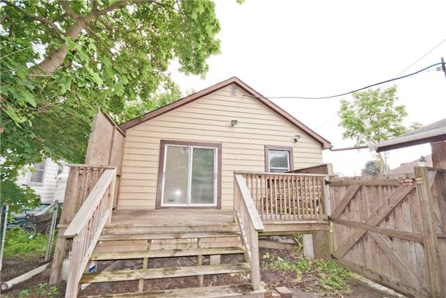 Detached at 372 Andrew St, Newmarket, Ontario. Image 4