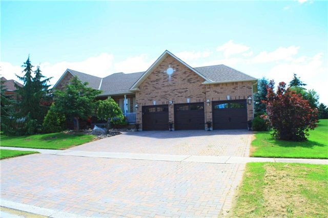 Detached at 45 Colonel Wayling Blvd, East Gwillimbury, Ontario. Image 1