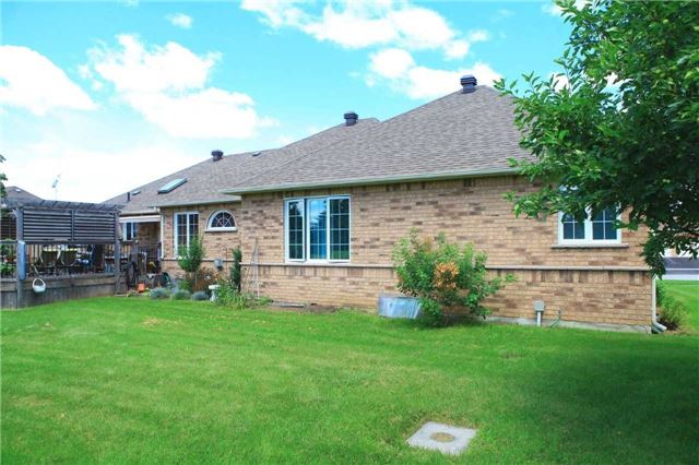 Detached at 45 Colonel Wayling Blvd, East Gwillimbury, Ontario. Image 5