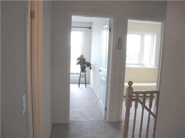 Condo Townhouse at 111 Silverwood Ave S, Richmond Hill, Ontario. Image 2