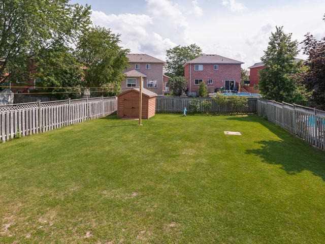 Detached at 105 Biscayne Blvd, Georgina, Ontario. Image 10