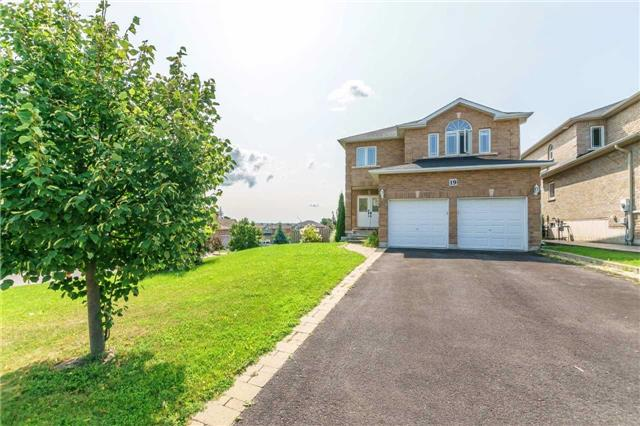 Detached at 19 Wyman Cres, Bradford West Gwillimbury, Ontario. Image 1