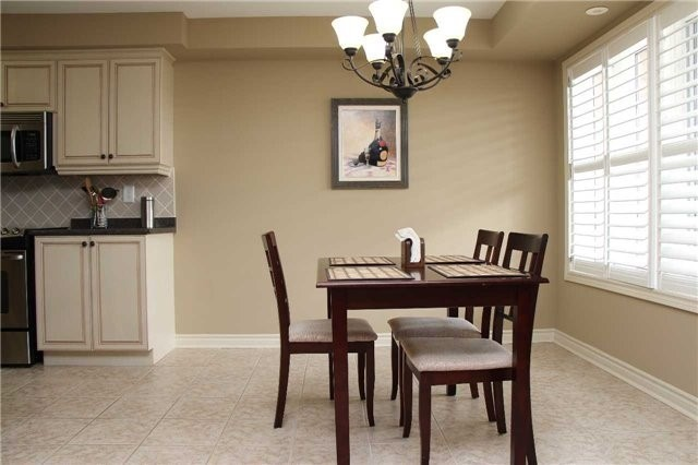 Condo Townhouse at 520 Silken Laumann Dr, Unit 9, Newmarket, Ontario. Image 13