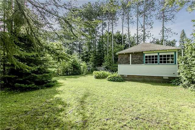 Cottage at 2245 Merrett St, Innisfil, Ontario. Image 3