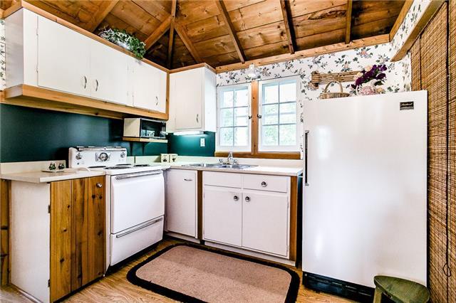 Cottage at 2245 Merrett St, Innisfil, Ontario. Image 4