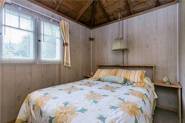 Cottage at 2245 Merrett St, Innisfil, Ontario. Image 8
