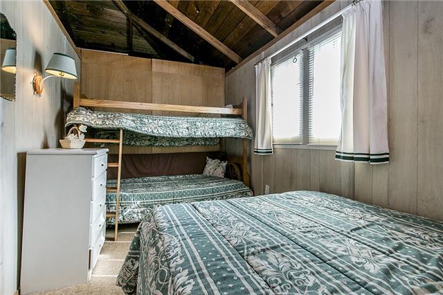 Cottage at 2245 Merrett St, Innisfil, Ontario. Image 9