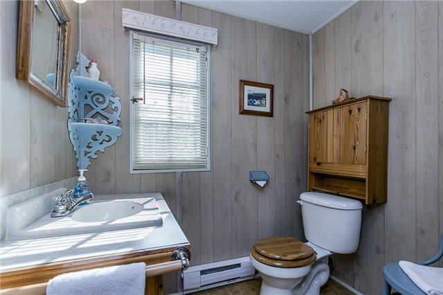 Cottage at 2245 Merrett St, Innisfil, Ontario. Image 10