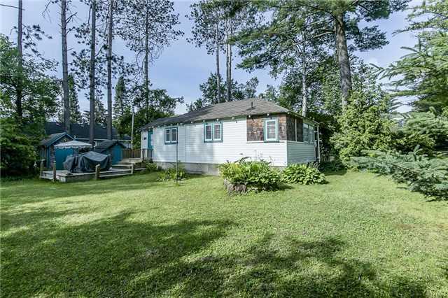 Cottage at 2245 Merrett St, Innisfil, Ontario. Image 2