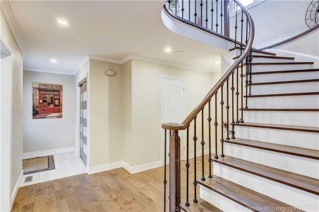 Detached at 47 Cabinet Cres, Vaughan, Ontario. Image 2
