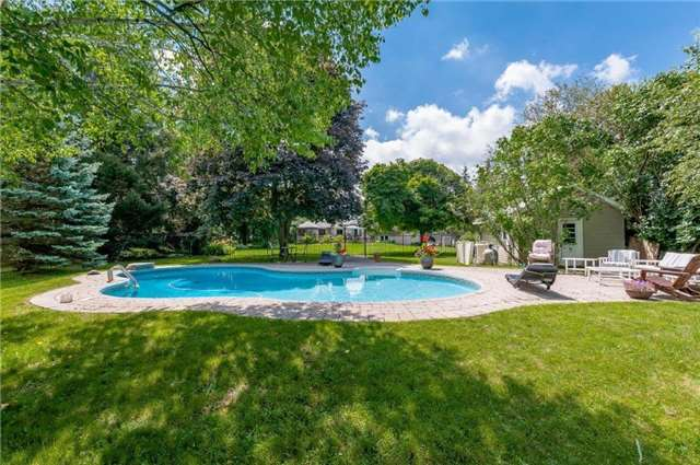 Detached at 102 Hillcrest Dr, East Gwillimbury, Ontario. Image 5