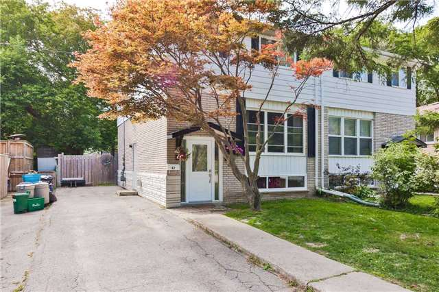 Semi-detached at 42 Hillview Dr, Newmarket, Ontario. Image 1