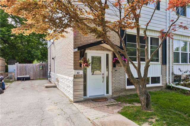 Semi-detached at 42 Hillview Dr, Newmarket, Ontario. Image 12
