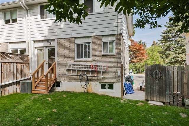 Semi-detached at 42 Hillview Dr, Newmarket, Ontario. Image 14