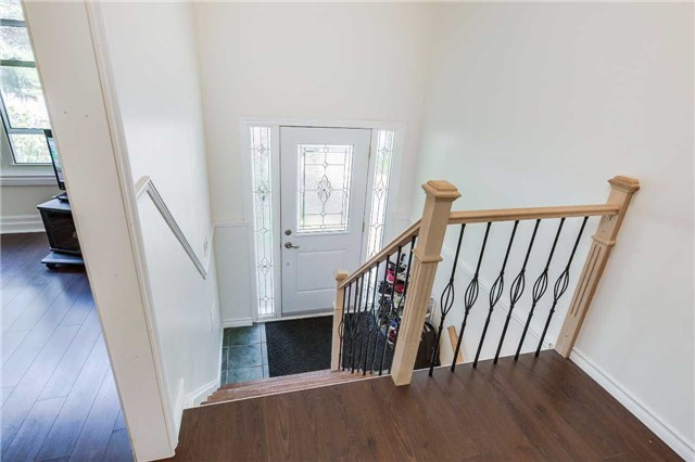Semi-detached at 42 Hillview Dr, Newmarket, Ontario. Image 16