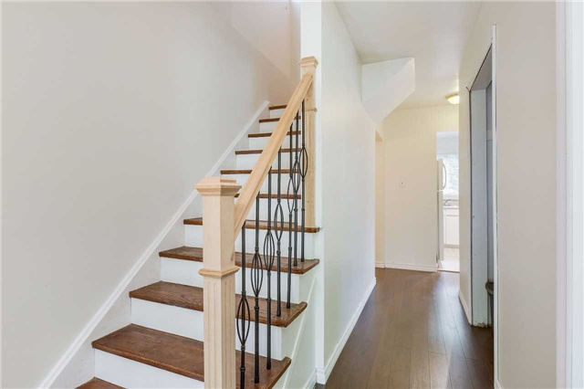Semi-detached at 42 Hillview Dr, Newmarket, Ontario. Image 17