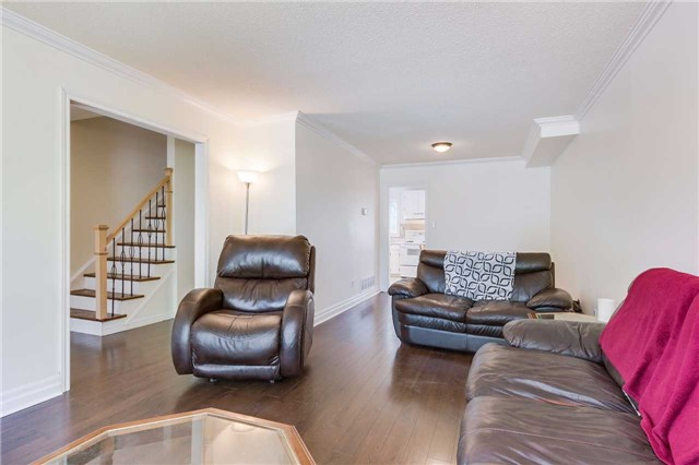 Semi-detached at 42 Hillview Dr, Newmarket, Ontario. Image 18