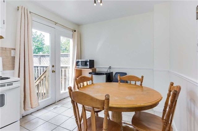 Semi-detached at 42 Hillview Dr, Newmarket, Ontario. Image 3