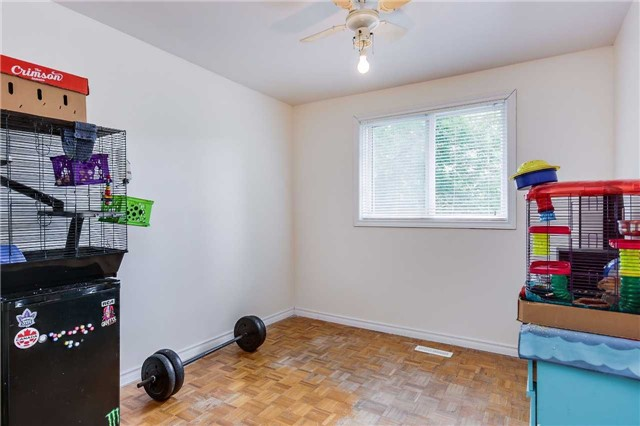Semi-detached at 42 Hillview Dr, Newmarket, Ontario. Image 5