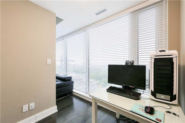 Condo Apartment at 9608 Yonge St, Unit 1606, Richmond Hill, Ontario. Image 4