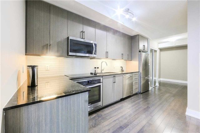 Condo Apartment at 9608 Yonge St, Unit 1606, Richmond Hill, Ontario. Image 5