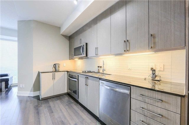 Condo Apartment at 9608 Yonge St, Unit 1606, Richmond Hill, Ontario. Image 6