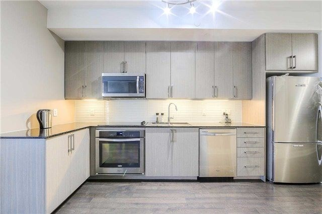 Condo Apartment at 9608 Yonge St, Unit 1606, Richmond Hill, Ontario. Image 7