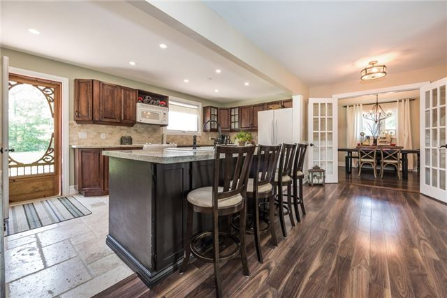 Detached at 2196 Richard St, Innisfil, Ontario. Image 17