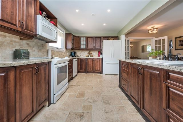 Detached at 2196 Richard St, Innisfil, Ontario. Image 18