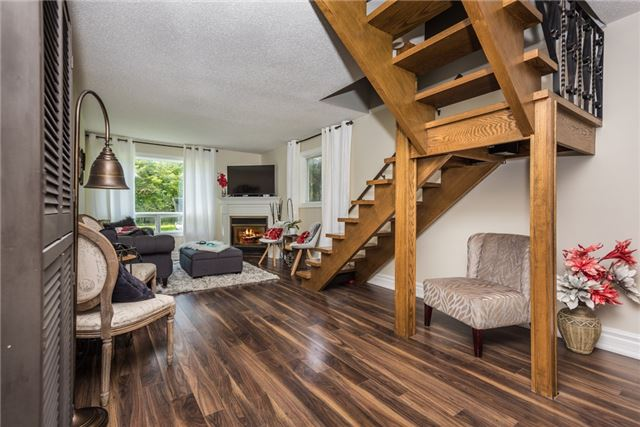 Detached at 2196 Richard St, Innisfil, Ontario. Image 3