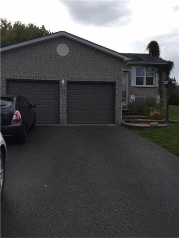 Detached at 44 Stonehill Blvd, East Gwillimbury, Ontario. Image 1