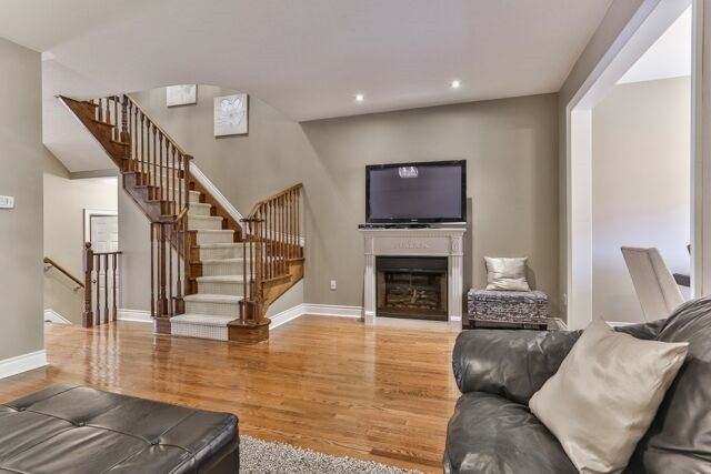 Townhouse at 320 Ravineview Dr, Unit 2, Vaughan, Ontario. Image 12