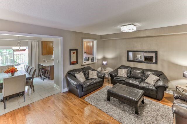 Townhouse at 320 Ravineview Dr, Unit 2, Vaughan, Ontario. Image 13