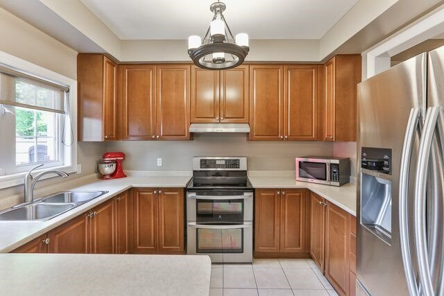 Townhouse at 320 Ravineview Dr, Unit 2, Vaughan, Ontario. Image 14
