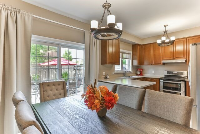 Townhouse at 320 Ravineview Dr, Unit 2, Vaughan, Ontario. Image 16