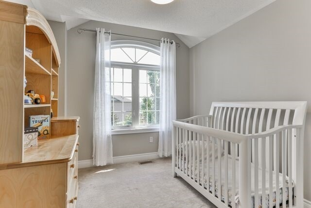 Townhouse at 320 Ravineview Dr, Unit 2, Vaughan, Ontario. Image 4