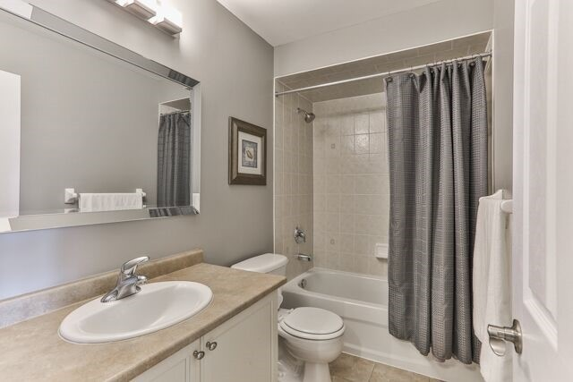 Townhouse at 320 Ravineview Dr, Unit 2, Vaughan, Ontario. Image 5