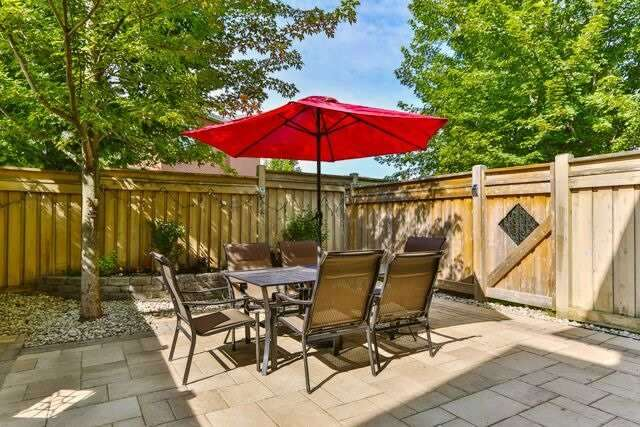 Townhouse at 320 Ravineview Dr, Unit 2, Vaughan, Ontario. Image 10