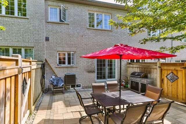 Townhouse at 320 Ravineview Dr, Unit 2, Vaughan, Ontario. Image 11