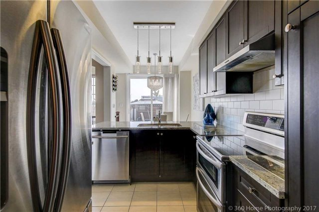 Townhouse at 107 Staglin Crt, Markham, Ontario. Image 13