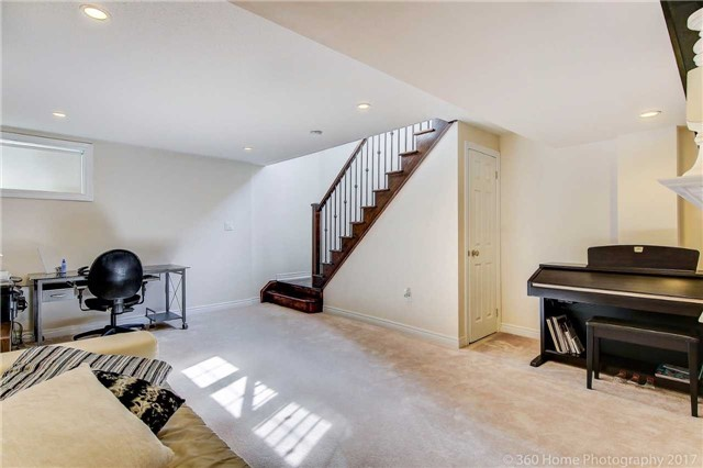 Townhouse at 107 Staglin Crt, Markham, Ontario. Image 15
