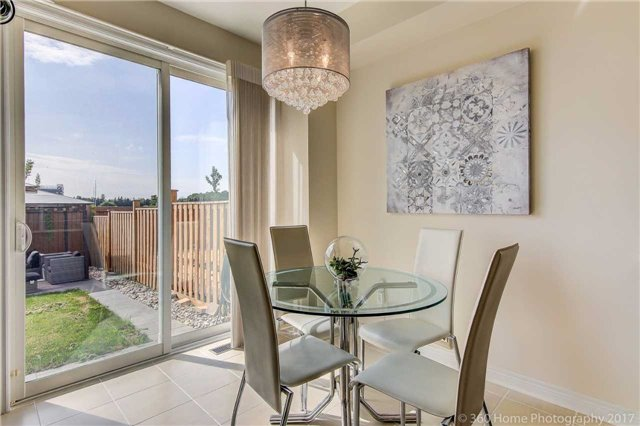 Townhouse at 107 Staglin Crt, Markham, Ontario. Image 5