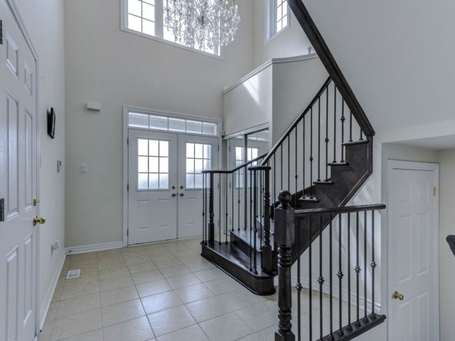 Detached at 51 Nature Way Cres, Newmarket, Ontario. Image 14