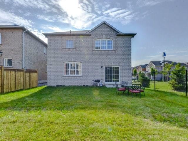 Detached at 51 Nature Way Cres, Newmarket, Ontario. Image 8